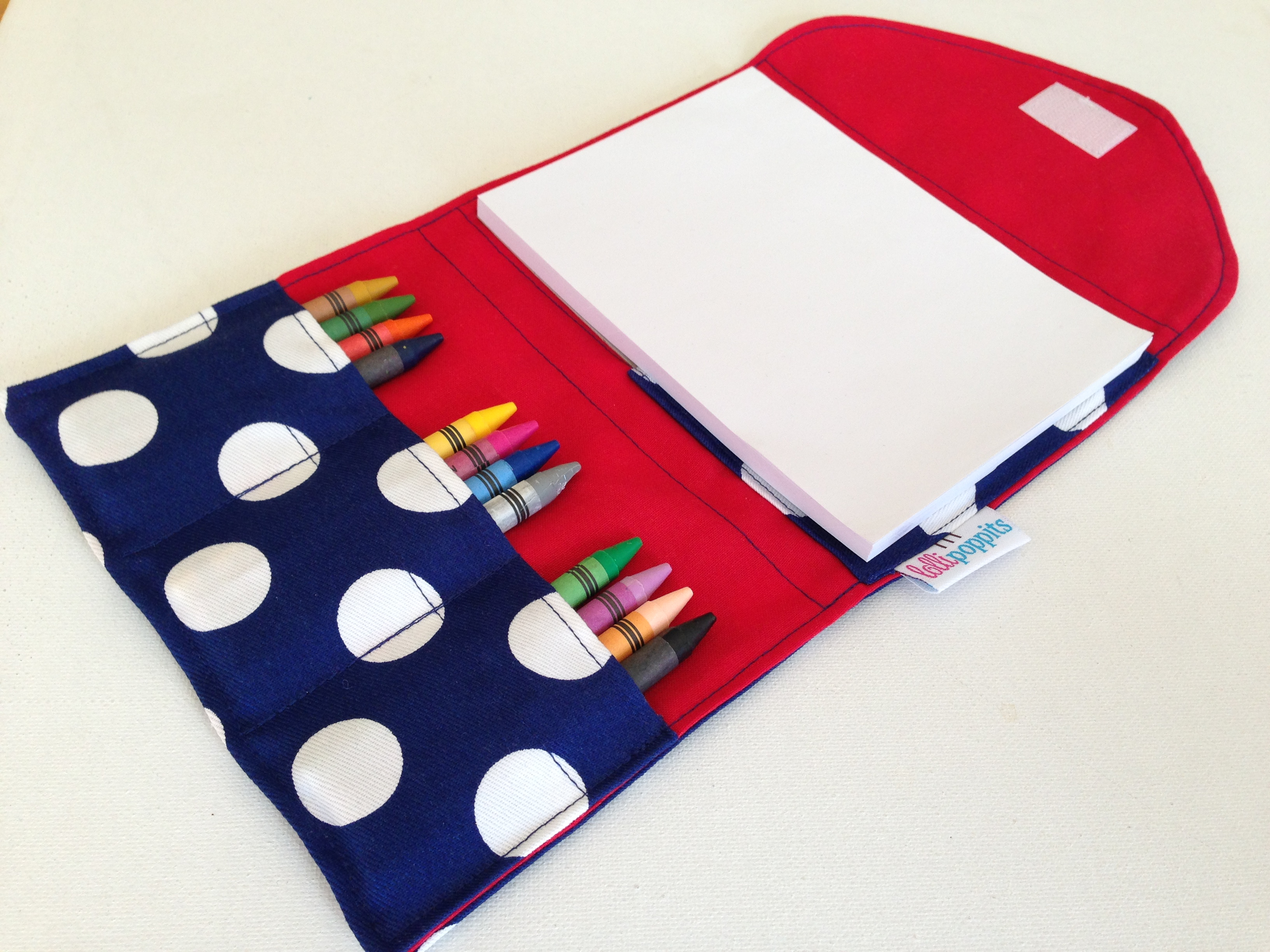 drawing-set-navy-with-white-dots