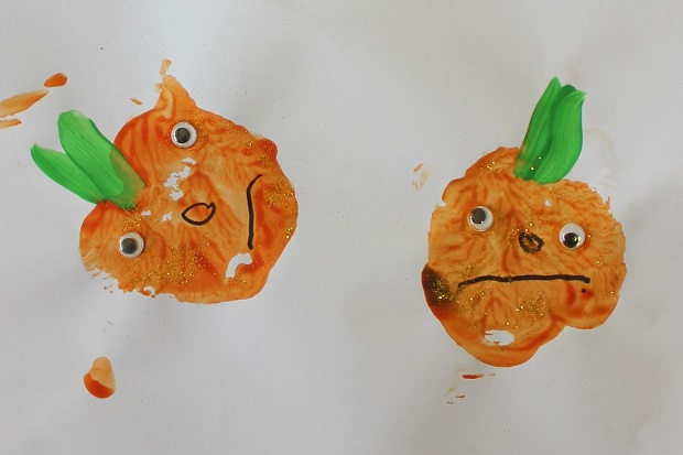 Making stamps with fruit and vegetables with Finlee and Me